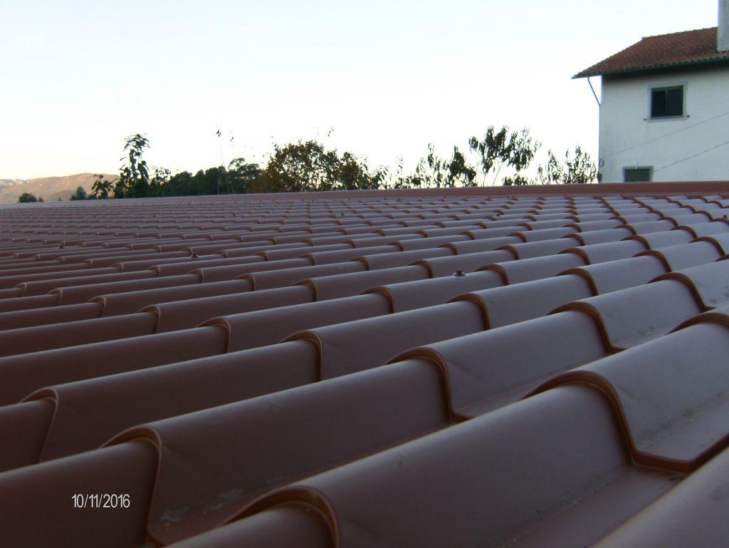 Cobertura habitação imitação de telha |